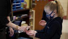 Polonya 12-15 yaş arasındaki çocuklar koronavirüse karşı aşılanacak