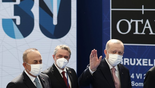 Erdoğan, Liderler Zirvesi için NATO karargahında; Macron ile görüşme başladı