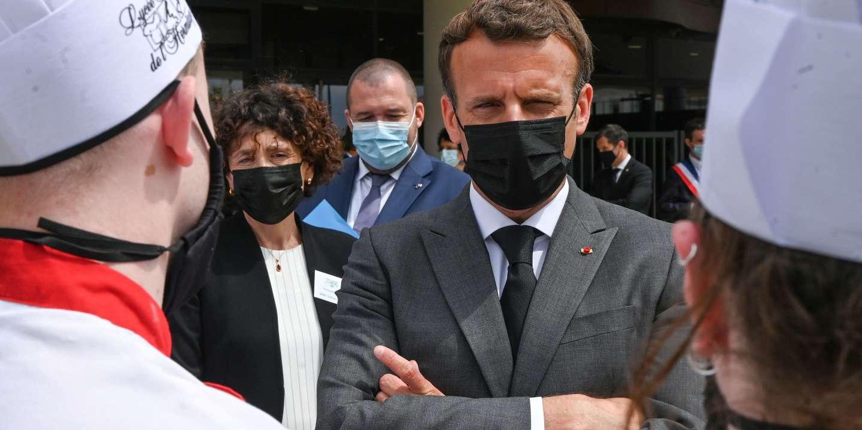 Macron'a tokat atıldı!