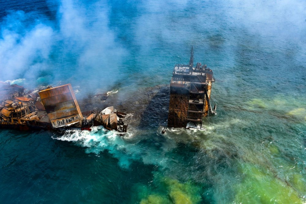 Kimyasal madde taşıyan gemi battı: Sri Lanka çevre felaketiyle karşı karşıya