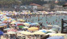 Çeşme'de bayram yoğunluğu. Nüfus 46 binden 1 milyona çıktı