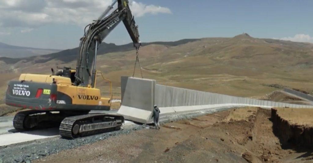 Türkiye-İran sınırına yasa dışı geçişleri önlemek için duvar inşa ediliyor