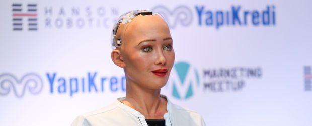 İnsansı robot Sophia anne olmak istiyor